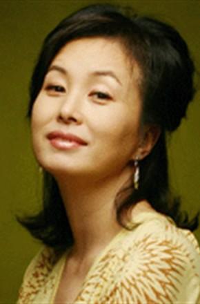 主演:薛仁雅,金宰英,赵胤熙,尹博,吴闵硕,金美淑,朴英奎,罗映姫