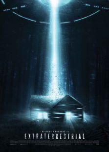 鬼,致命…影片讲述一群在林中小屋度假的游客遇到外星人拜访而